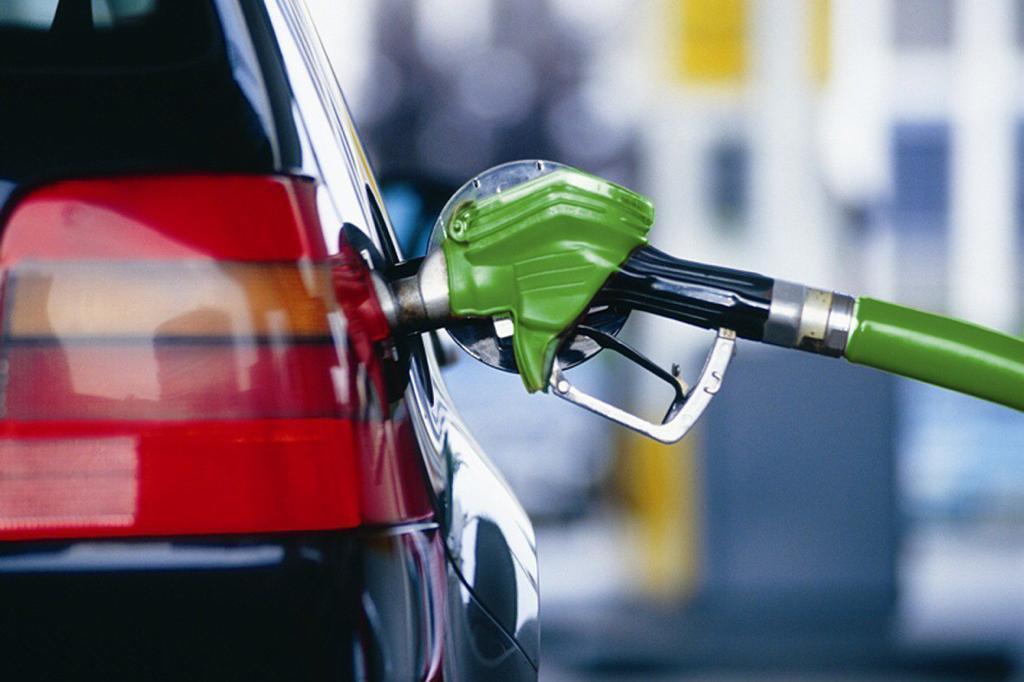 بنزین 1400 گران می شود ؟
