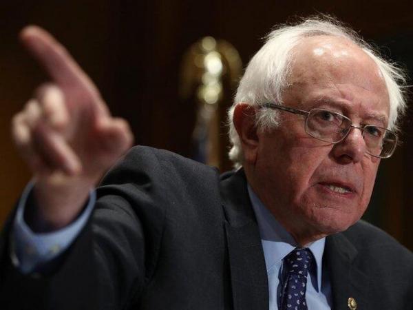 برنی سندرز: میلیونها آمریکایی در حال غرق شدن در بدهیهای خود هستند